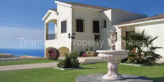 4 Bedroom Golf Luxury Villa For Sale in Paphos