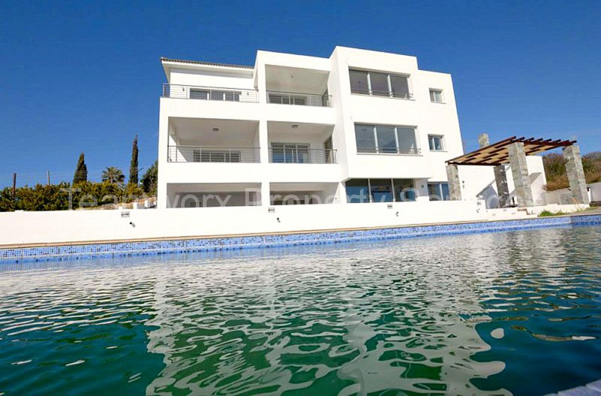 4 Bedroom Luxury Villa For Sale in Tala, Paphos