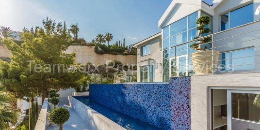 5 Bedroom Villa is located in one of the most prestigious and elite areas in Limassol