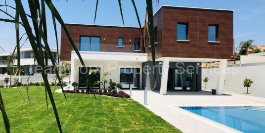 6 Bedroom Villa for Sale in Limassol / Mouttagiaka