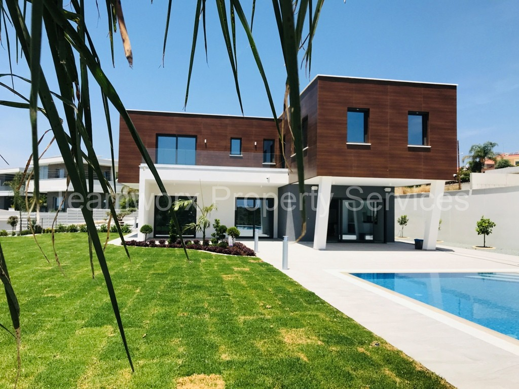 6 Bedroom Villa for Sale in Limassol / Mouttagiaka